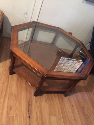 Solid wood coffee table Excellent condition for Sale in Phoenix, AZ