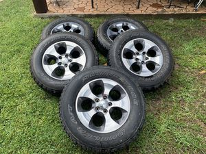 5x Jeep OEM wheel and tire great tire life 255/70/18 for Sale in Dallas, TX