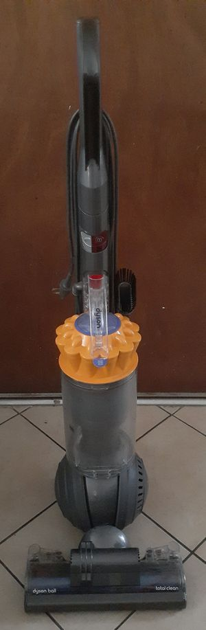 (DYSON) BALL VACUUM CLEANER for Sale in Los Angeles, CA