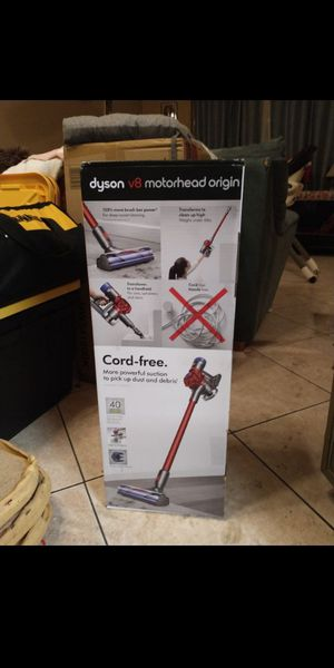 Dyson v8 vacuum for Sale in Riverside, CA