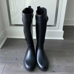 Knee High Rain Boots for Sale in Chicago, IL