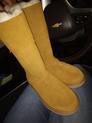 Koolaburra boots by Ugg for Sale in Elk Grove, CA