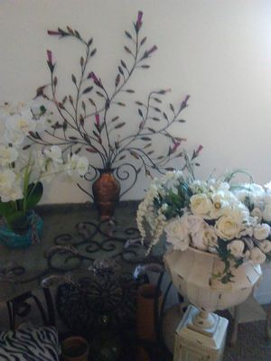 Beautiful Living Room Decoration 4 pieces60. for Sale in Orlando, FL