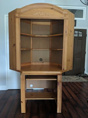 Solid wood corner computer desk and matching hutch for Sale in Fullerton, CA