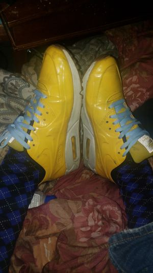 Customized Rare Air Max Nikes reflective tongues Baby Blue California Cotton Laces Yellow PolyRubber material Size 9 used for Sale in Redwood City, CA