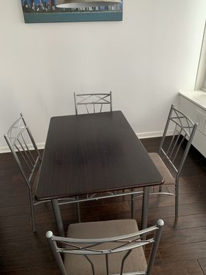 Kitchen table and chairs for Sale in Chicago, IL