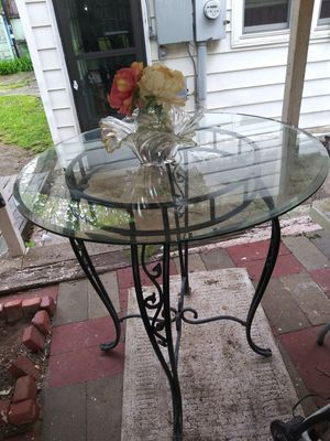 A glass top beveled Edge dining room table for Sale in Wichita, KS