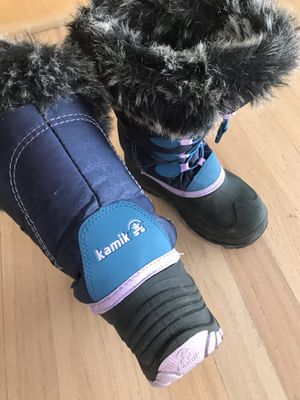 Snow winter boots girls size 1 for Sale in Dallas, TX