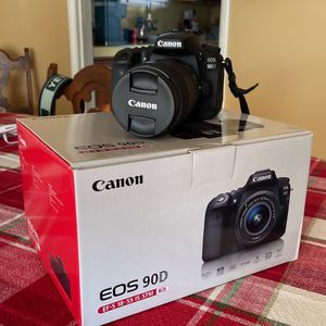CANON 90D W/18-135mm Lens EXCELLENT CONDITION for Sale in Los Angeles, CA
