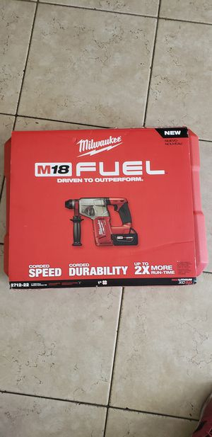 """Milwaukee fuel M18 1"""" SDS Plus Rotary Hammer Kit for Sale in Las Vegas, NV"""