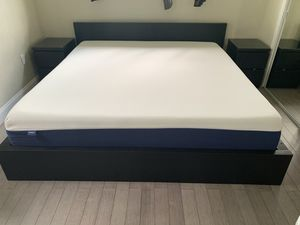 King Bedroom Set with New Mattress (Must Go) for Sale in Miami, FL