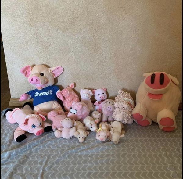 Lot of 16 pig plushy stuffed animals