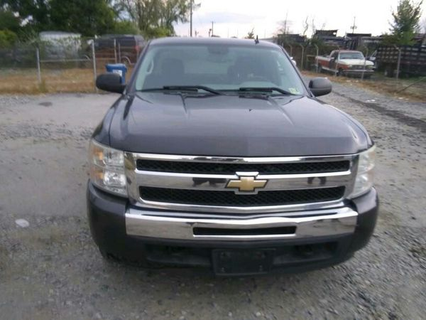 2011 Chevy Silverado Ls 4x4 200k Hwy miles runs and drives!!!