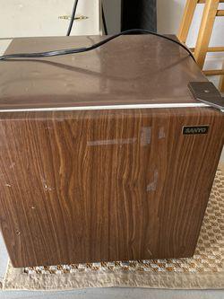 Mini Refrigerator For Dorms for Sale in Orlando,  FL