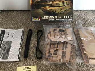 Revell SnapTite MAX 1:35 Abrams M1A1 Tank Plastic Model Kit for Sale in Roseville,  MI