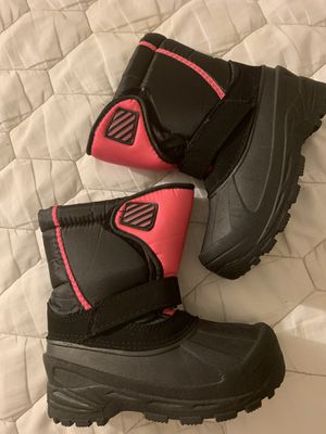 Size 2 girls snow boots, never worn for Sale in Milton, MA
