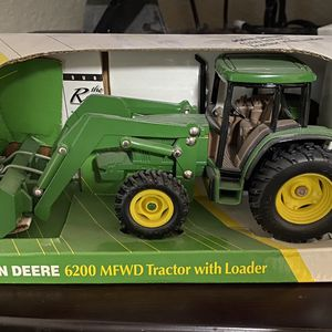John Deere Model 6200 Tractor With Loader for Sale in Fort Worth, TX