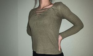 green long sleeve w/ tied top for Sale in Fresno, CA