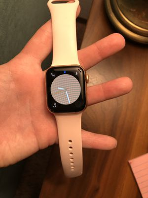 Apple Watch Series 4: Rose Gold for Sale in Scappoose, OR