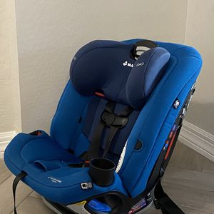 Maxi Cosi-Magellan—infant pillow included- Very Good condition- for Sale in Peoria, AZ