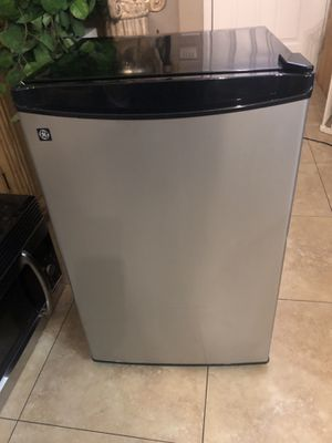 GE mini fridge excellent condition works great for Sale in Henderson, NV
