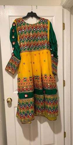 Beautiful yellow dress for Sale in Centreville,  VA