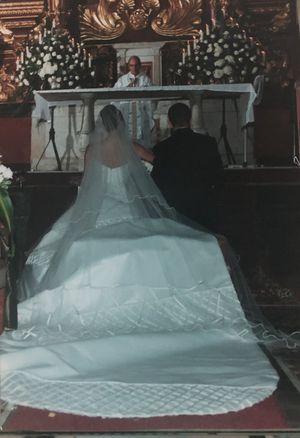 Wedding dress - Ramiro Lopez for Sale in Miami, FL