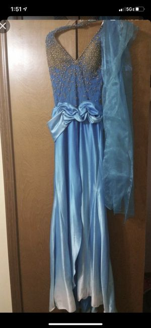 Beautiful long blue dress for Sale in Sterling Heights, MI