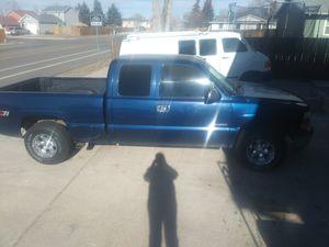 2000 chevy Silverado z71 4×4 for Sale in Colorado Springs, CO