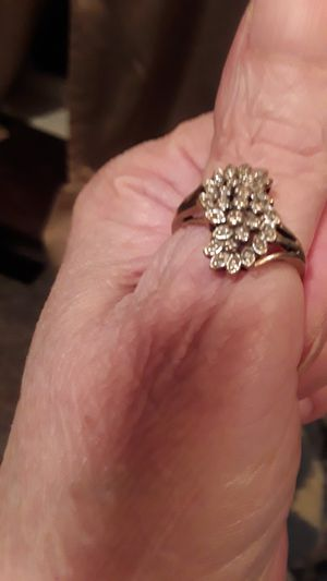 BEAUTIFUL 10KT REAL DIAMOND CHIPS CLUSTER RING for Sale in Vinton, IA