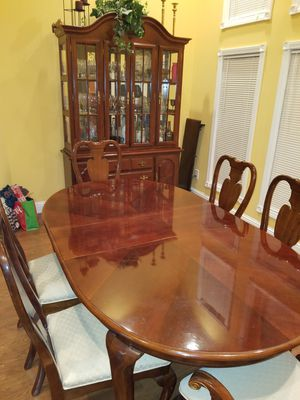 Dining room table and China Set. for Sale in Marion, IL