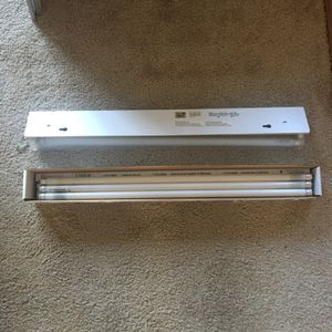 Light Fixture- Under counter With Bulbs for Sale in Suffolk, VA