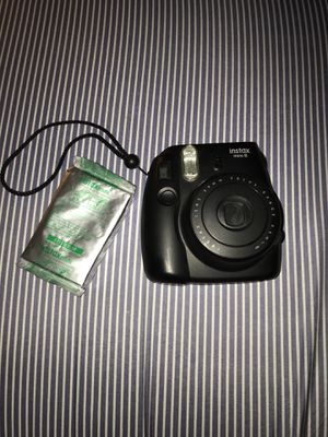 Fuji film instant picture camera barley used with pack of film for Sale in Troy, MI