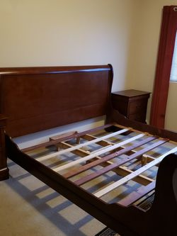 King Bedroom Set for Sale in Edmonds,  WA