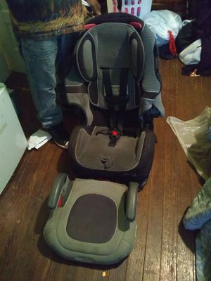 Car seat and booster seat for Sale in Lynchburg, VA