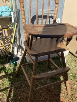 (2) Vintage High Chairs for Sale in Rosemead,  CA
