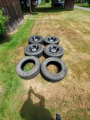 XD rims 18inch with 2 good Mt 33x12.50r18 for Sale in Owego, NY