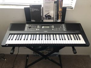 Black Yamaha Keyboard 61-Key w/stand and charger for Sale in Long Beach, CA