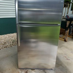 Kenmore stainless steel refrigerator for Sale in Naples, FL