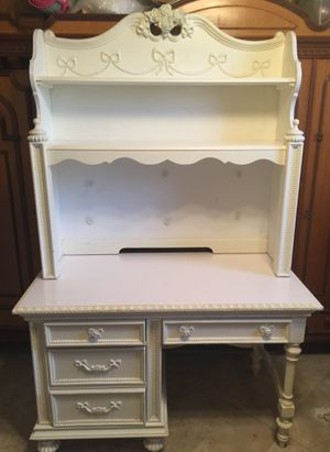 $200 firm. Disney desk and hutch for Sale in Lake Worth, FL
