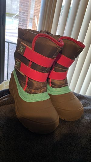 Girls snow boots- size 2 worn once for Sale in Vacaville, CA