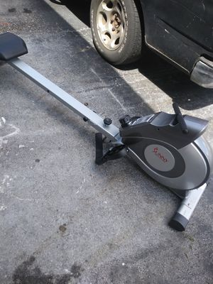Sunny health row machine for Sale in Tampa, FL
