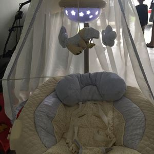 Baby swing and cradle for Sale in Katy, TX