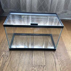 10 GALLONS FISH TANK // BRAND NEW TANK // NO SCRATCHES NO WATER MARKS for Sale in Hawthorne, CA