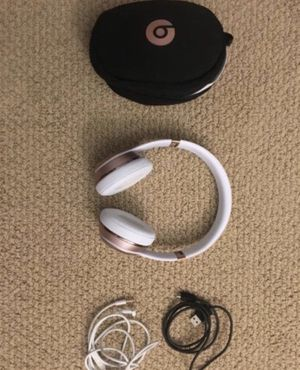 Beats Solo 3 Wireless Headphones (Rose Gold) for Sale in Oceanside, CA
