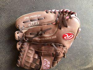 Girls softball glove 11 inches for Sale in San Bernardino, CA