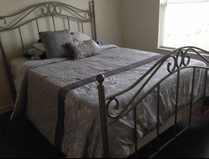 Metal bed frame (Full) for Sale in Georgetown, TX