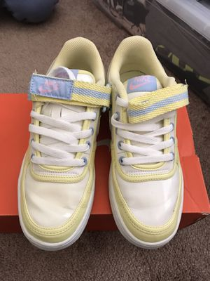 Easter vandals women's size 6.5 for Sale in Las Vegas, NV