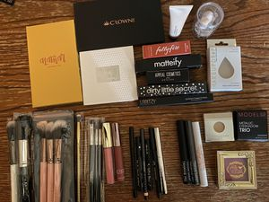 Brand new makeup palettes, brushes, lipsticks, eyeliners, brow gels for Sale in Phoenix, AZ