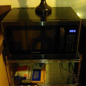 Microwave and lamp for Sale in El Cajon, CA